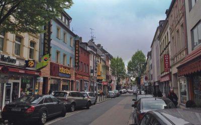 »Keupstraße ist überall?« Ein Spaziergang durch die prominenteste Straße der Schäl Sick